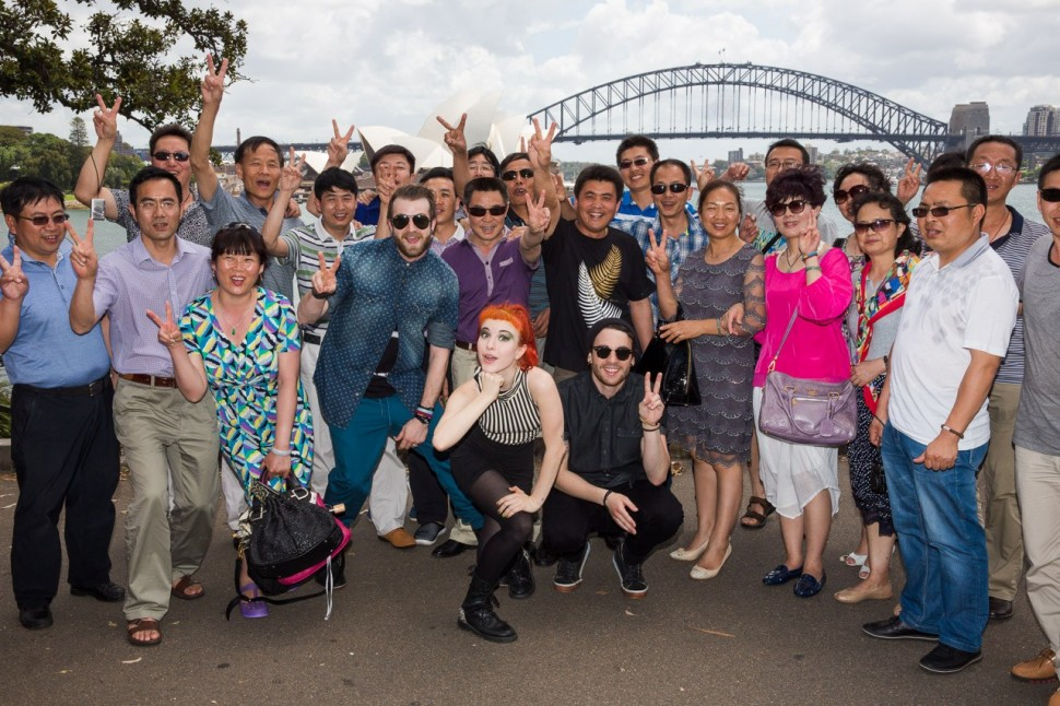 Chinese tourists at the Botanical Gardens near the Opera House and Harbor Bridge (Source: www.boudist.com)